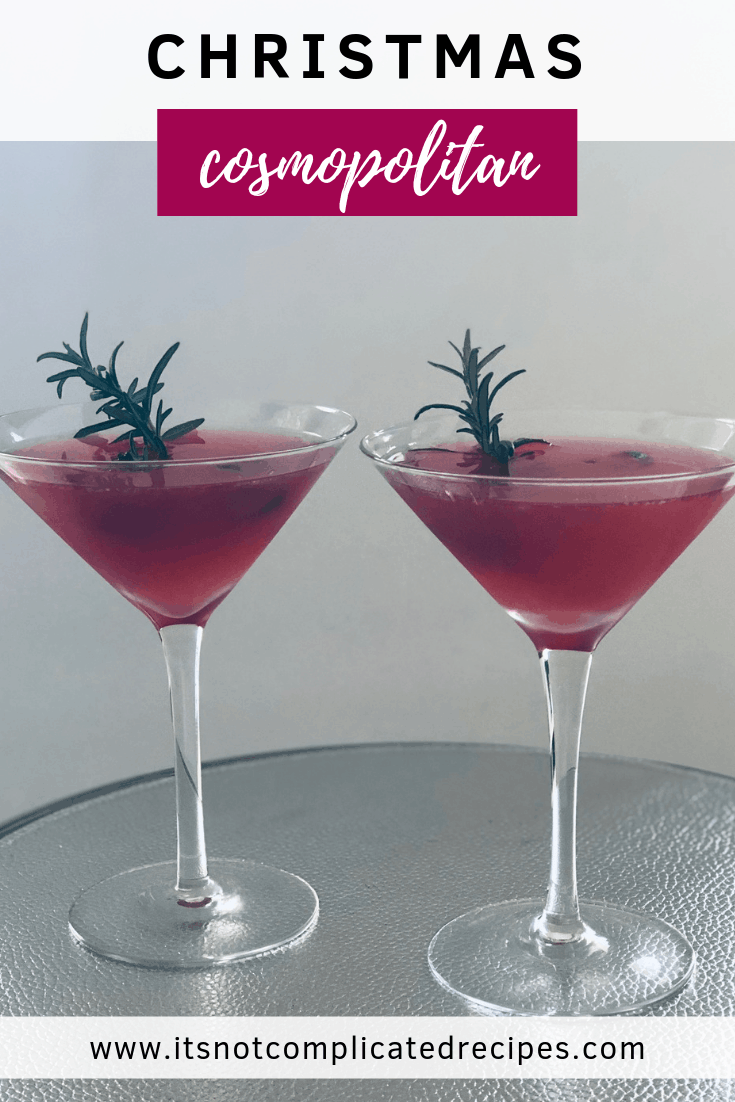 Christmas Cosmopolitan - It's Not Complicated Recipes #christmas #christmasdrinks #drinks #cosmopolitan #alcoholicdrinks #cocktails #sexandthecity